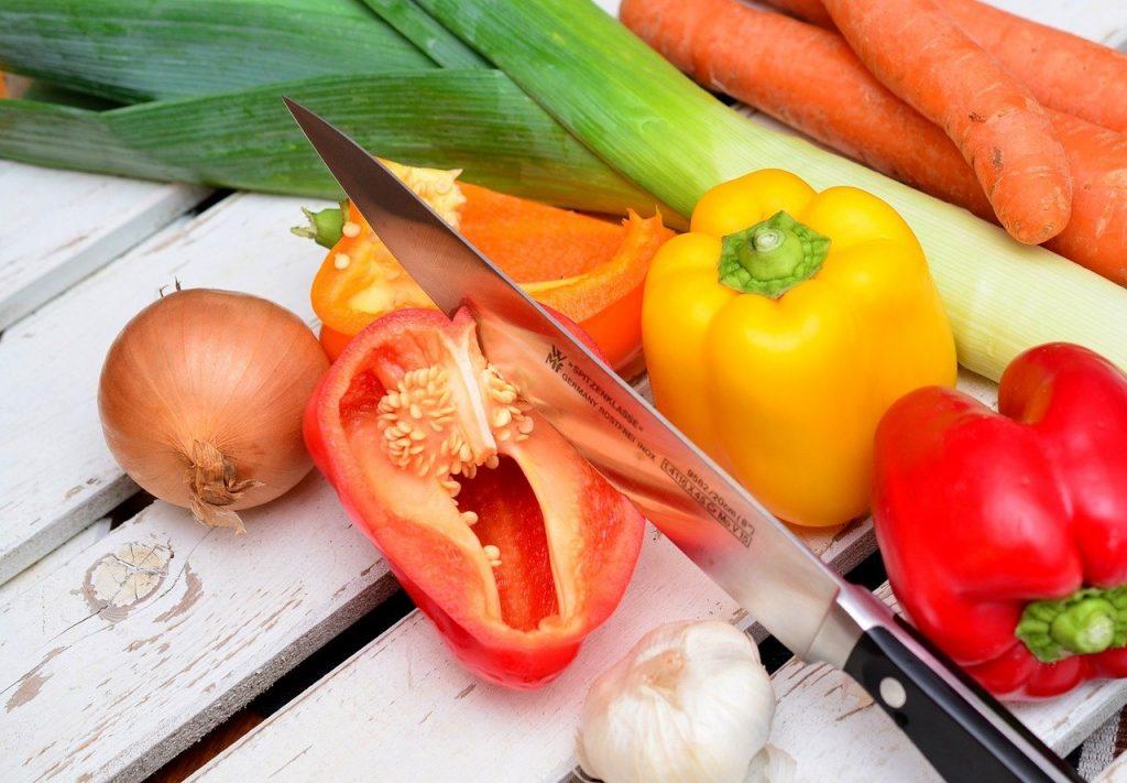 Paprika und Messer copyright von Pixabay