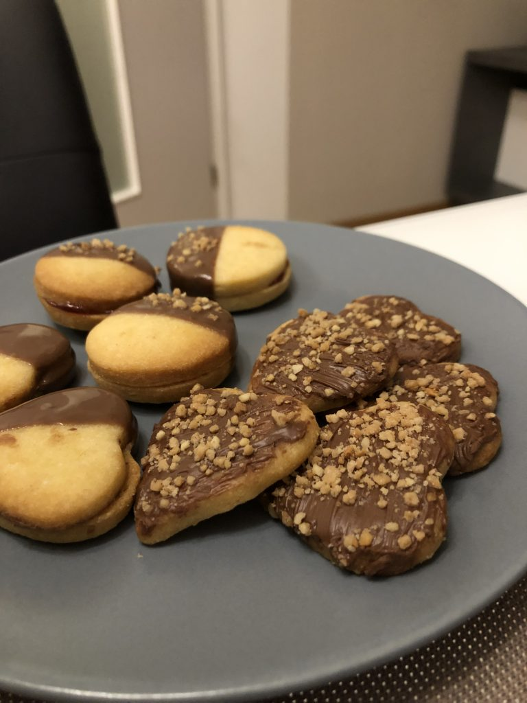 Fertig dekorierte Kekse - bereit zum Aufessen